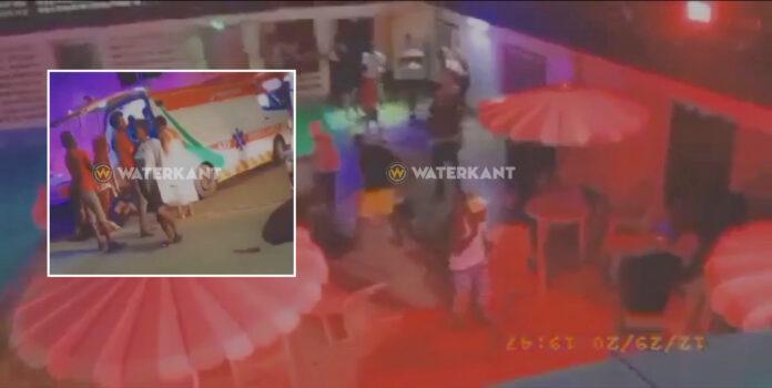 Jongeman doodgestoken bij massale vechtpartij te Riverclub