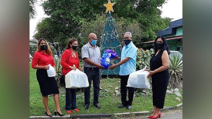 VHP doneert aan Huize Ashiana in verband met kerst