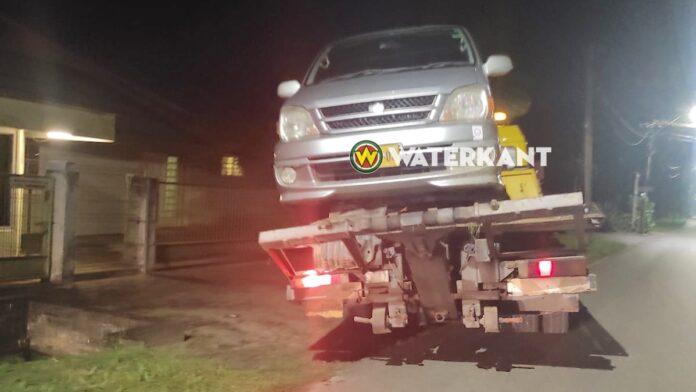 Van autohandelaar gestolen busje na roofoverval gedumpt