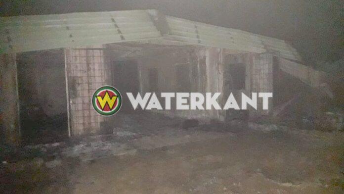 Wooncontainer arbeider na ruzie in brand gestoken, verkoold lijk aangetroffen