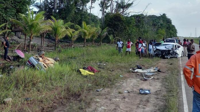 Frontale aanrijding met 2 doden Afobakaweg na inhaalmanoeuvre veroorzaker