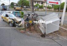 VIDEO: Auto knalt tegen EBS mast na inhaal manoeuvre