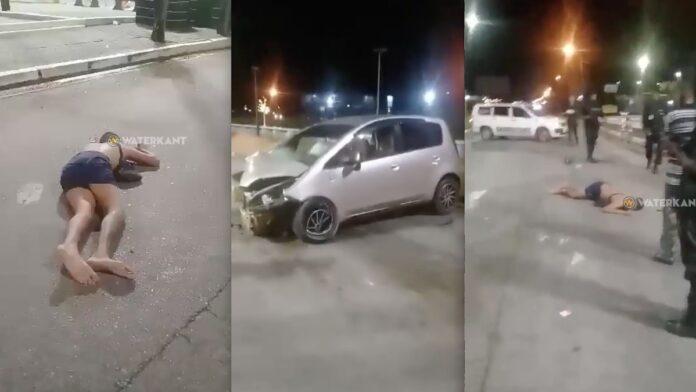 Dronken man knalt tegen EBS mast en slingert uit auto