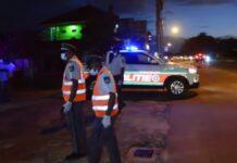 politieagenten-in-actie-op-locatie-in-suriname