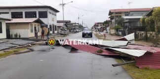 Opnieuw schade in Paramaribo door rukwinden
