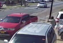 VIDEO: Vrouw valt op straat en iedereen rijdt gewoon door