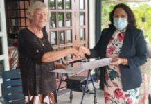 Boekencollectie Ronald Tjoe Nij geschonken aan Nationaal Archief Suriname