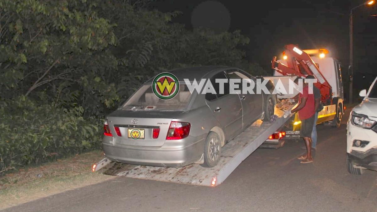 Vrouw in auto beschoten; in kritieke toestand naar ziekenhuis