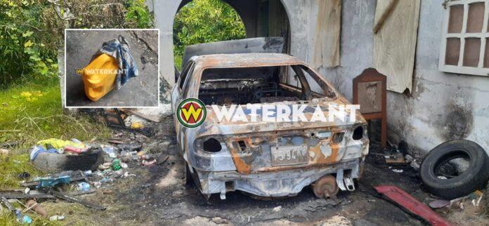 Auto naast woning in brand gestoken