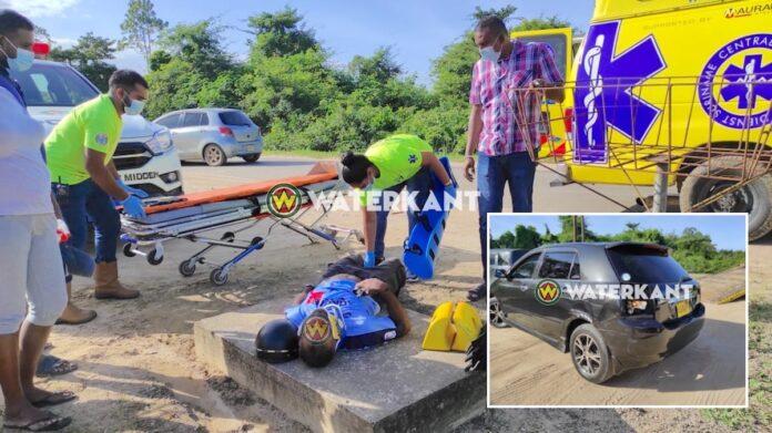 Bromfietser gewond na inhaalactie automobilist