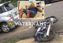 Bromfietser knalt achterop auto en komt om het leven