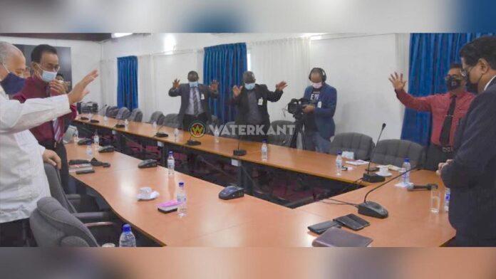 Religieuze leiders houden dankdienst voor president Santokhi