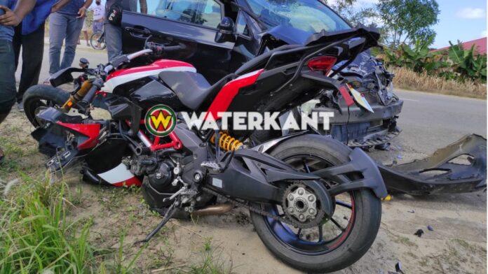 Motorfietser zwaargewond na aanrijding met personenauto