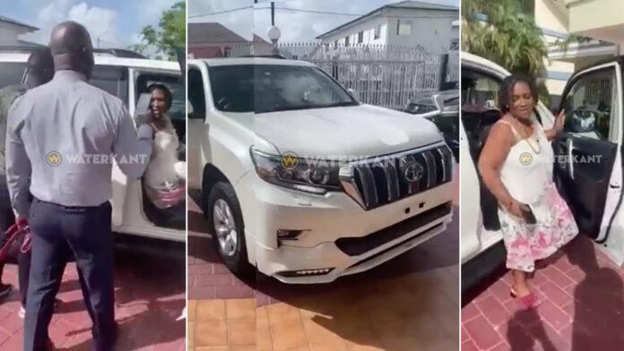 VIDEO: Brunswijk geeft vrouw Toyota Prado 2020 als verjaardagscadeau