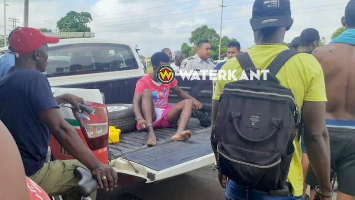 VIDEO: Roofverdachte aangehouden en afgevoerd door politie