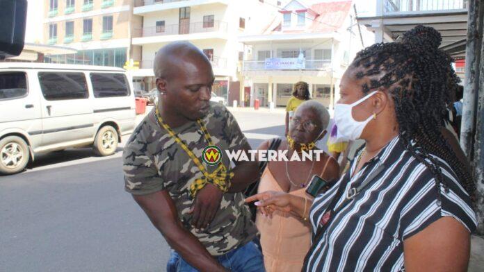 Siebrano Pique weer vrij; naar ziekenhuis vanwege bezeren arm