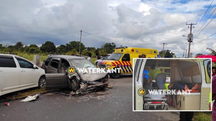 Drie voertuigen betrokken bij zware aanrijding
