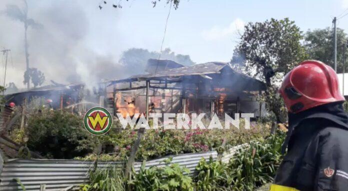 VIDEO: Woning compleet afgebrand te Blauwgrond