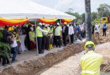 Eerste steen gelegd voor bouw woon- en leef scholencomplex Para
