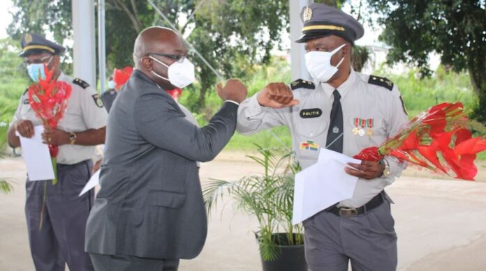 Politie Suriname huldigt jubilarissen voor 35 en 40 dienstjaren