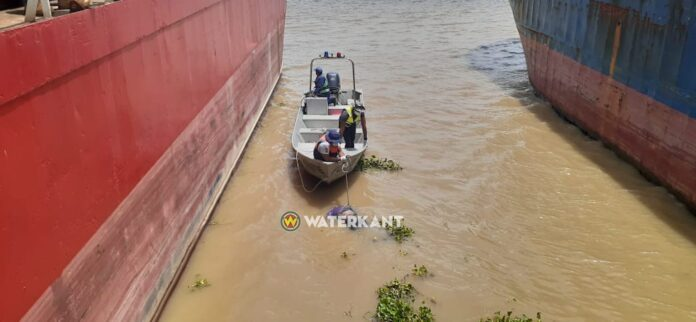 Politie roept nabestaanden op na vondst lijk in Surinamerivier