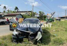 Automobilist verliest controle over het stuur en ramt EBS paal