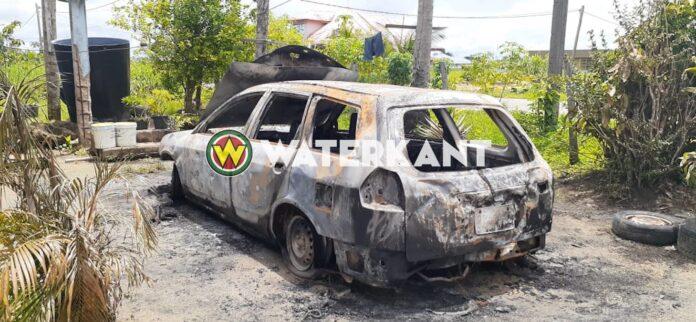 Pas gekochte auto vermoedelijk in brand gestoken