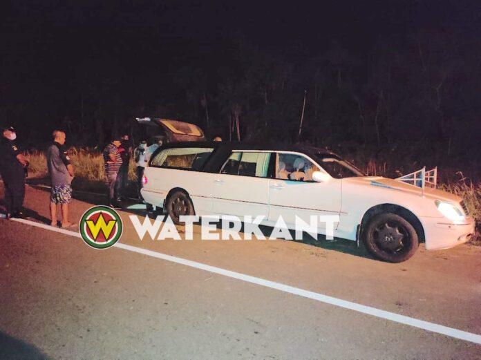Vrouw dood na eenzijdig verkeersongeval in Saramacca
