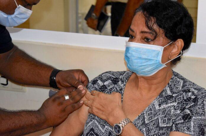 25.000ste vaccinatie in Suriname is voor 72-jarige