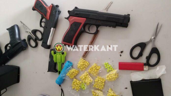 Mensen in Albina bang voor gestoorde jongeman met nepwapens
