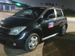 Rovers doen zich voor als klanten en beroven taxichauffeuse van auto