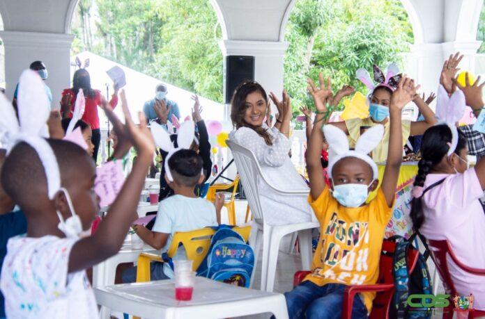 First lady herdenkt Pasen met kinderen op paleis