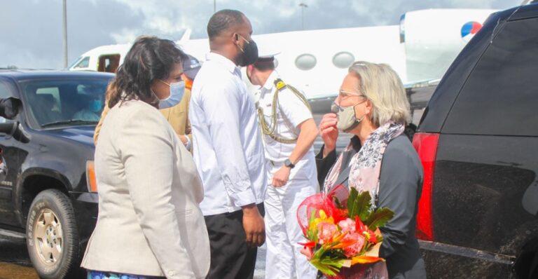 Voor het eerst Nederlandse minister van Defensie op werkbezoek in Suriname