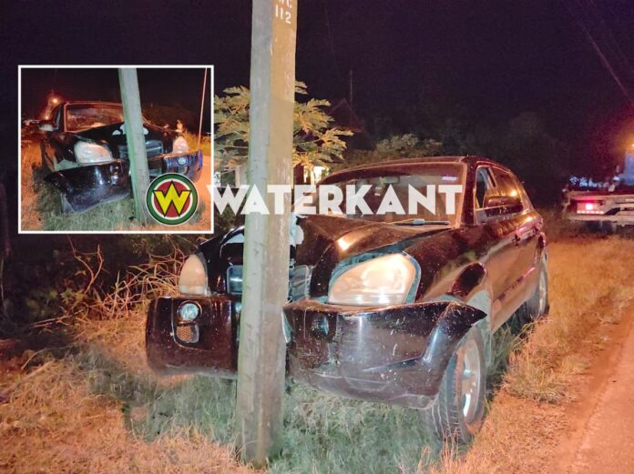 Dronken automobilist knalt tegen EBS stroompaal