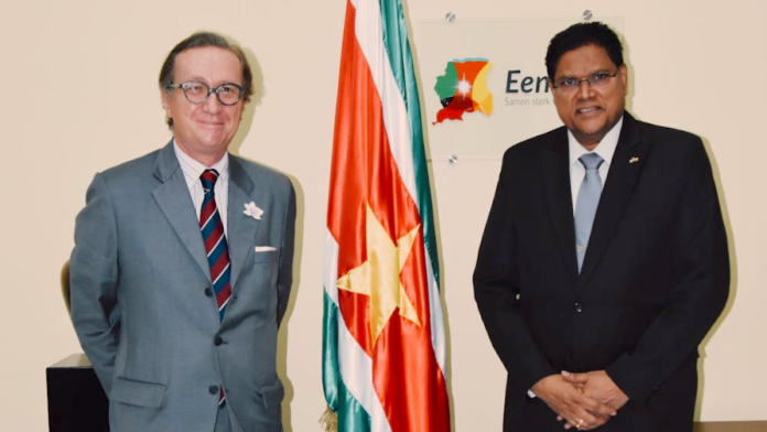 Regionale vertegenwoordiger UNICEF bezoekt president Santokhi