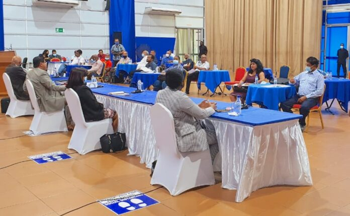 Overleg regeringsdelegatie met vakbeweging Suriname