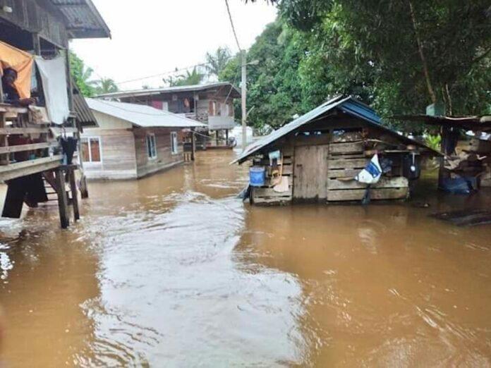 Pakketten met noodhulp voor overstroomde gebieden binnenland Suriname
