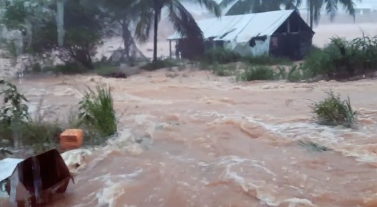 VIDEO: Wateroverlast in delen van binnenland Suriname