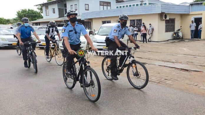 Gewestelijke Politie Commandant samen met bikers op fietssurveillance