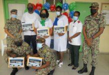 Personeel Militair Hospitaal in de bloemetjes gezet