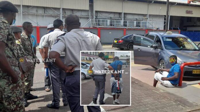 Militairen betrappen auto-inbreker op heterdaad bij restaurant Chi Min