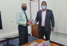 Minister van financiën neemt bundel Belastingwetgeving in ontvangst