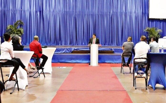 Persconferentie over evaluatie 10 maanden regering Santokhi/Brunswijk