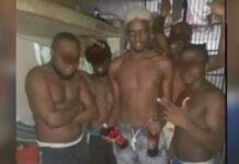 Foto van Don Gill en arrestanten met drank leidt tot controle in cellenhuis
