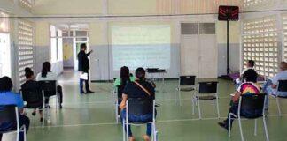 Politieambtenaren volgen lezing over mensenhandel en mensensmokkel