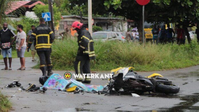 Motorrijder op slag dood nadat automobilist geen voorrang verleent