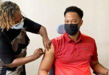 Directeur Sportzaken krijgt eerste COVID-19 vaccinatie