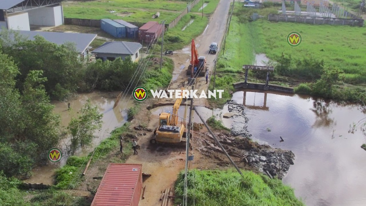 Herstelwerkzaamheden wegverzakking Commewijne in volle gang