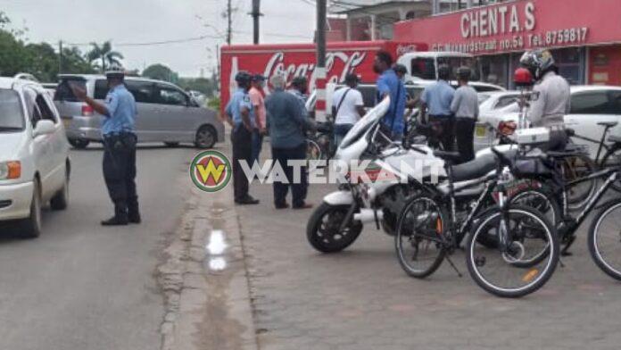 Bikers houden illegale geldwisselaars in Nickerie aan