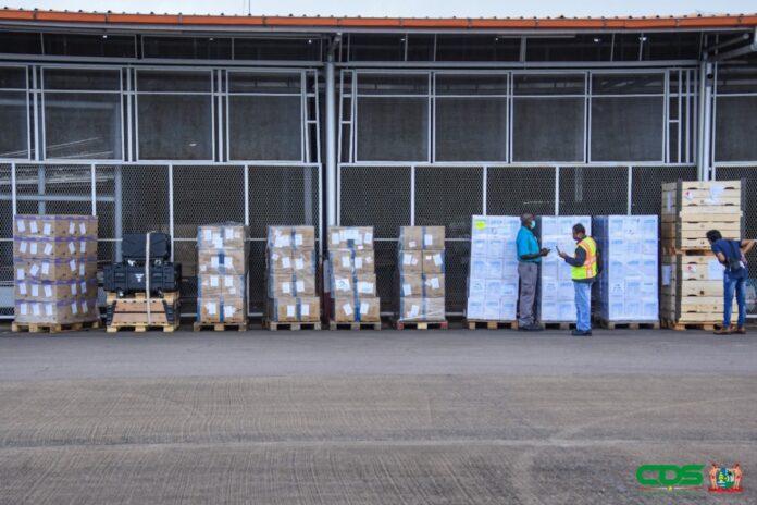 Nederlandse medische hulpgoederen aangekomen in Suriname